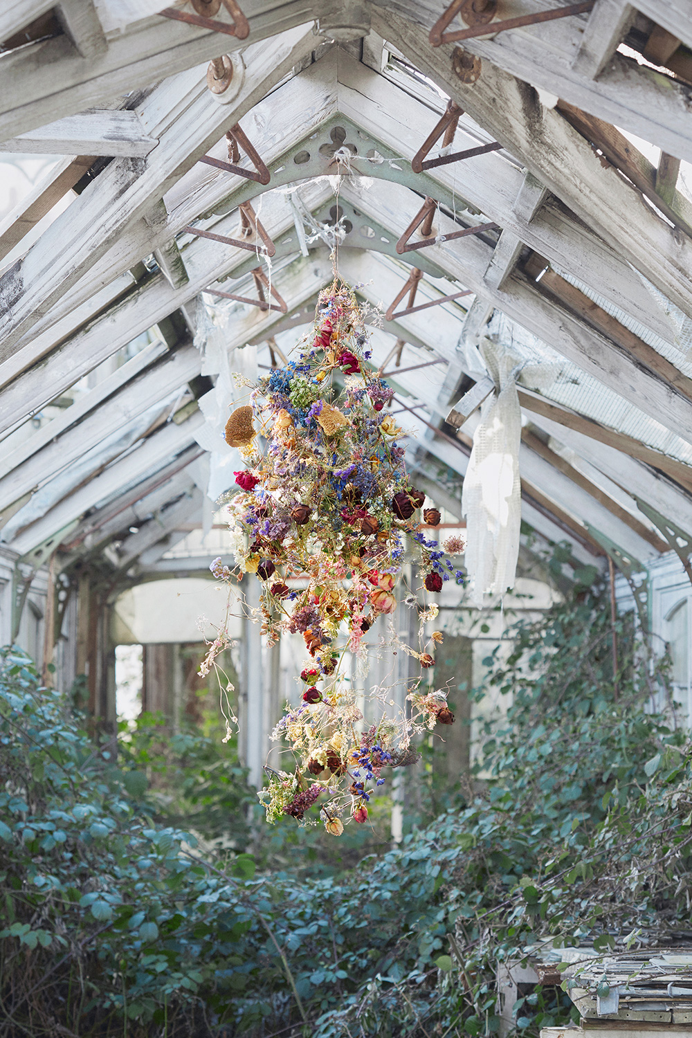 Rebecca Louise Law: Painting on Air