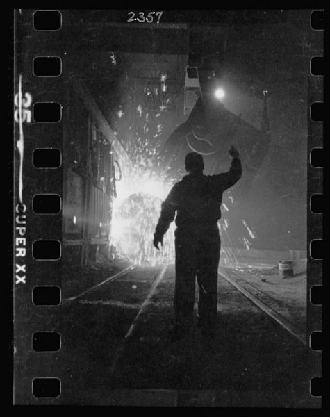 11-15.-Steel-worker-in-mill-as-molten-steel-spills-from-vat-in-Chicago-Illinois-2-475x600