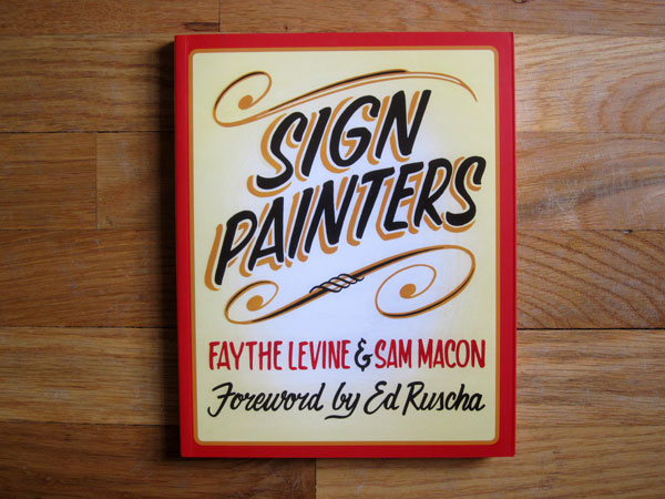 jux_sign_panters_book