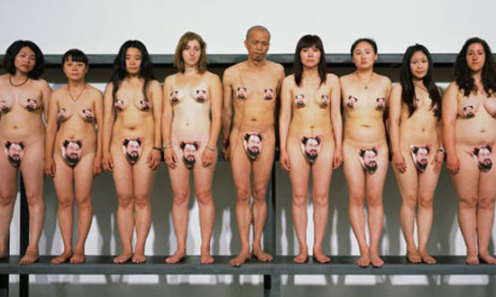 Ai-Weiwei-supporters-get--00