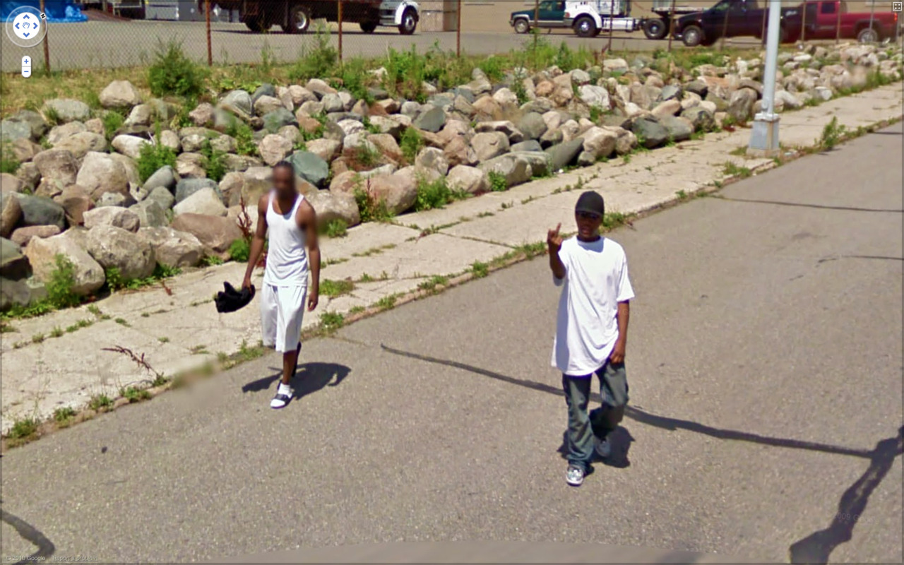 Best of 2013: What One Finds on Google Street View : tumblr_lcqsg7ORi81qzun8o.jpg