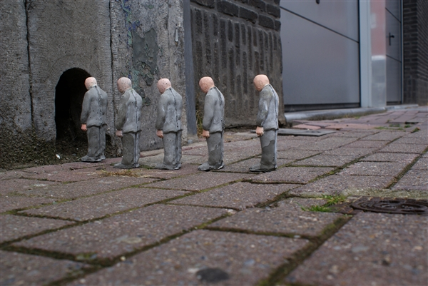 The Cement Eclipses Series by Isaac Cordal: isaac_cordal_9_20110517_1568153212.jpg