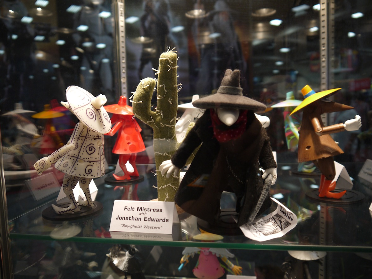 Comic Con 2011: Mad Magazine Celebrates 50 Years of Spy vs Spy: comic_con_2011_mad_magazine_50_years_2_4_20110722_1837165673.jpg