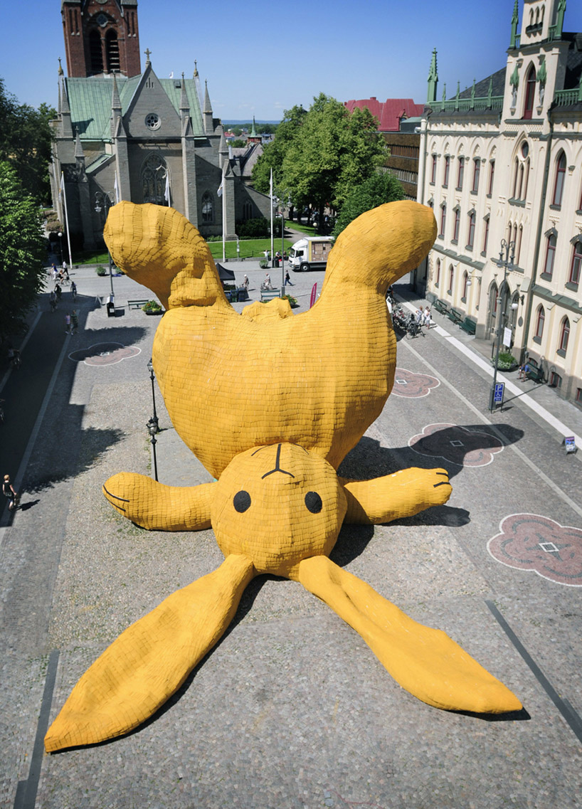 Big Yellow Rabbit by Florentijn Hofman: big_yellow_rabbit_15_20110823_1643514196.jpg