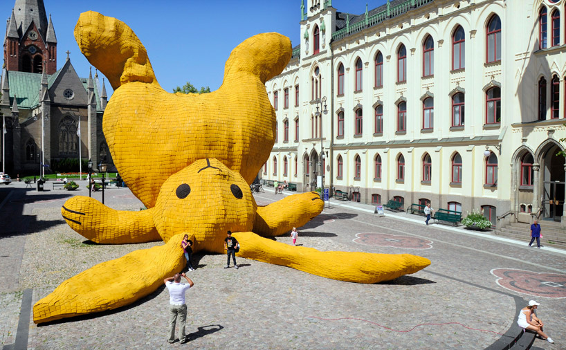 Big Yellow Rabbit by Florentijn Hofman: big_yellow_rabbit_2_20110823_2007849379.jpg