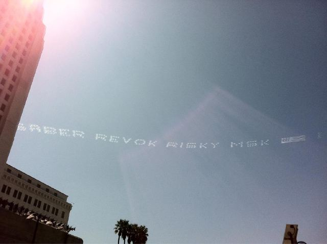Saber goes Skywriting over Los Angeles to End Mural Moratorium: saber_skywriting_11_20110919_1026950618.jpg