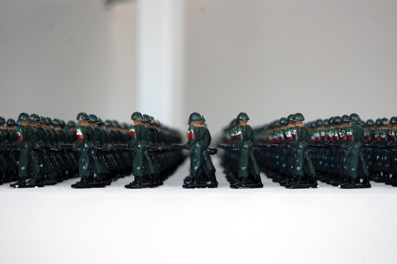 Tin Soldiers by Ala Younis at Istanbul Art Biennale 2011: ala_younis_tin_soldiers_12_20111006_1222887766.jpg