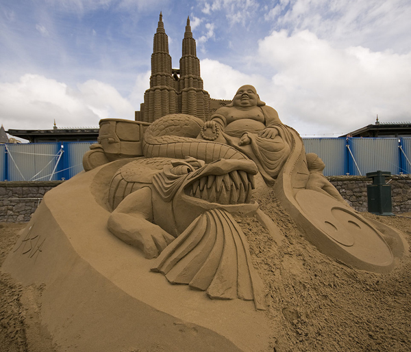 In Street Art: Sand Sculptures from Around the World: sand_sculptures_across_the_world_1_20111009_1629364717.jpg