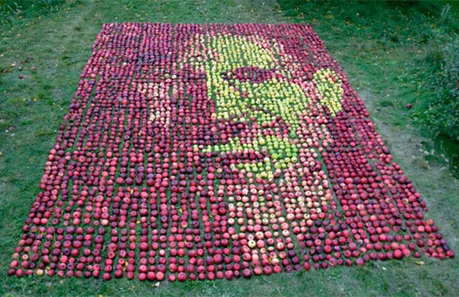 3750 Apples, One Portrait of Steve Jobs: steve_jobs_with_apples_1_20111025_1222005865.jpg
