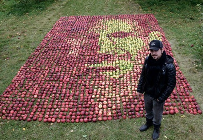 3750 Apples, One Portrait of Steve Jobs: steve_jobs_with_apples_4_20111025_1941383348.jpg