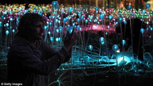 A field of 5,000 Christmas lights by Bruce Munro: bruce_munro_10_20111126_1739382577.jpg