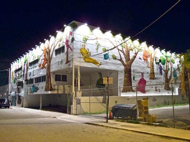 Click to enlarge image wynwood_walls_night_31_20111201_1249719974.jpg
