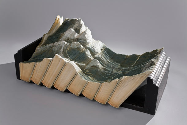 Carved Landscapes in Books by Guy Laramee: guy_laramee_21_20111222_1252800507.jpg