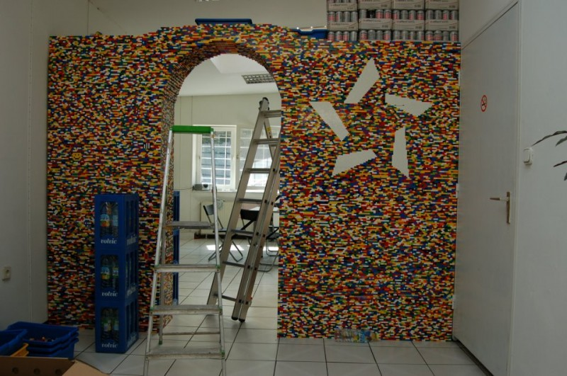 9-Foot LEGO Wall to Divide An Office: lego_wall_33_20120107_1858518556.jpg