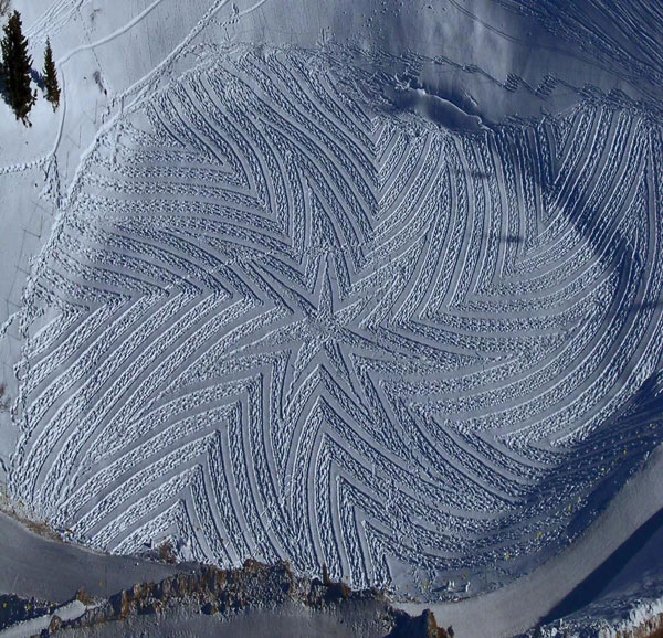 GEOMETRIC SNOW DRAWINGS by Simon Beck: simon_beck_snow_12_20120224_1922760314.jpg
