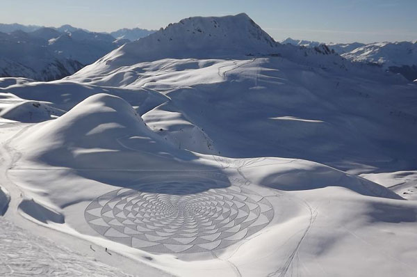 GEOMETRIC SNOW DRAWINGS by Simon Beck: simon_beck_snow_16_20120224_1265145190.jpg
