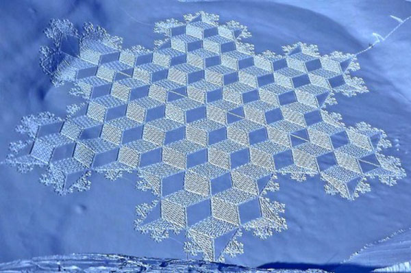 GEOMETRIC SNOW DRAWINGS by Simon Beck: simon_beck_snow_5_20120224_1487619269.jpg