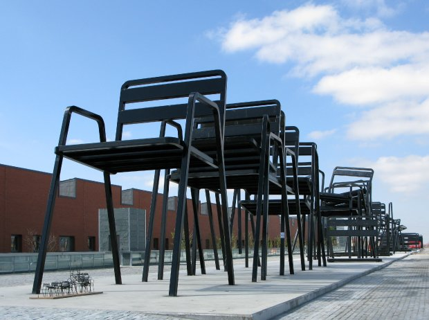 Sculptural Musical Chairs by Estudion Mariscal: estudion_marisca_1_20120503_1840398932.jpg