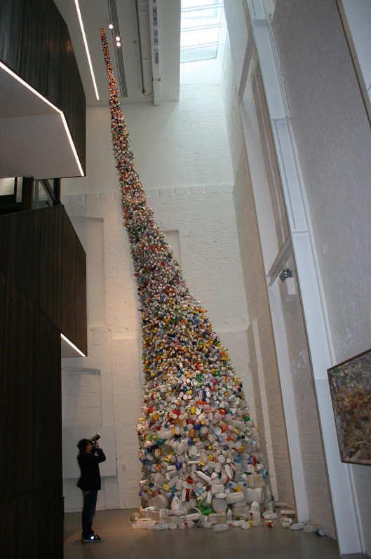 Thrown to the Wind: 36 Feet of Garbage by Beijing's Wang Zhiyuan: Screen shot 2013-10-10 at 9.00.29 PM.png