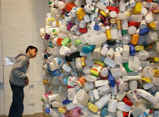 Thrown to the Wind: 36 Feet of Garbage by Beijing's Wang Zhiyuan: Wang-Zhiyuan1-537x396.jpg