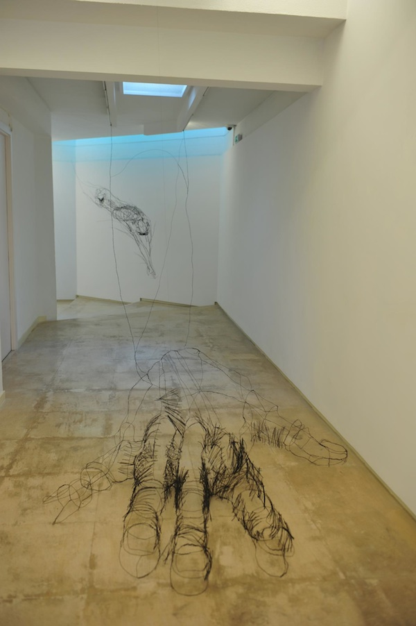 """Floating"" Wire Sculptures by David Oliveira: david_oliveira_10_20120608_1087241499.jpg"