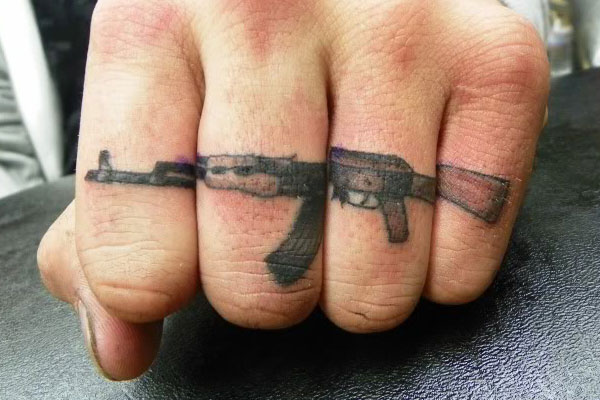Top 20 Knuckle Tattoos: tl-knuckletats-05.jpg