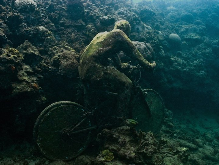 Jason deCaires Taylor's Submerged Figurative Sculptures House Thriving Coral Reefs: Juxtapoz-UnderwaterSculpture07.jpg