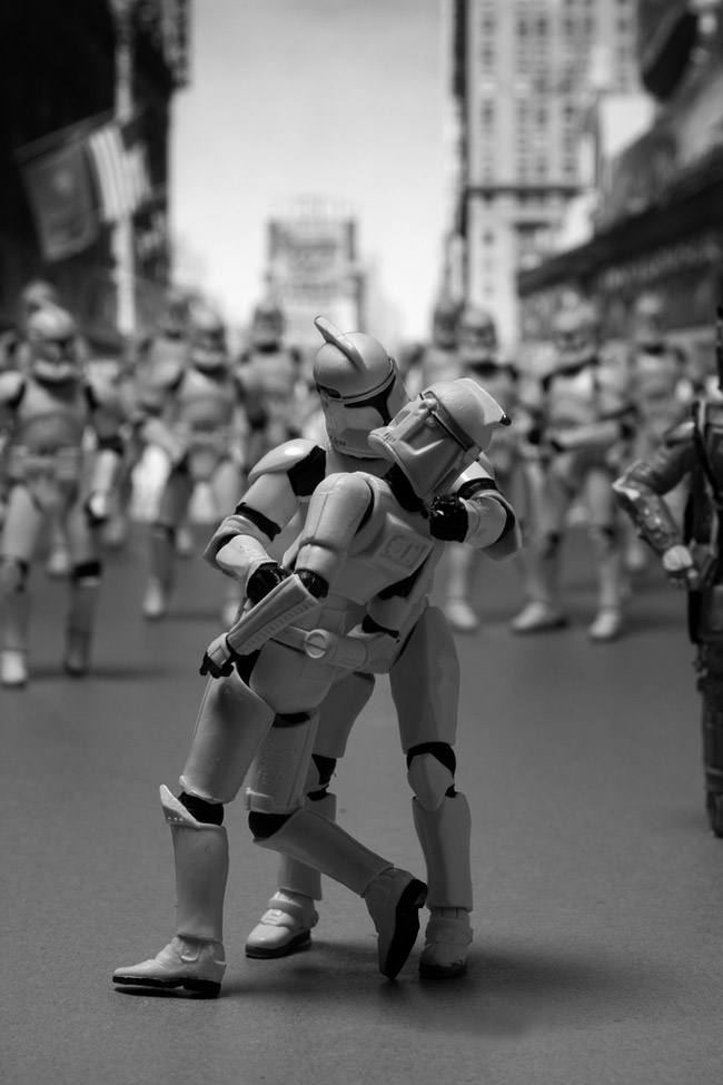 Recreating Famous Photographs via Star Wars: sw_famous_12_20120704_1699940590.jpeg
