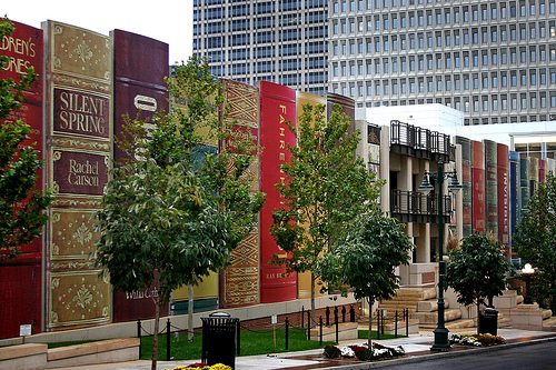 Kansas City Library Parking Garage Turned Into Gigantic Books: kansas_city_library_parking_garage_1_20120709_1767555105.jpg