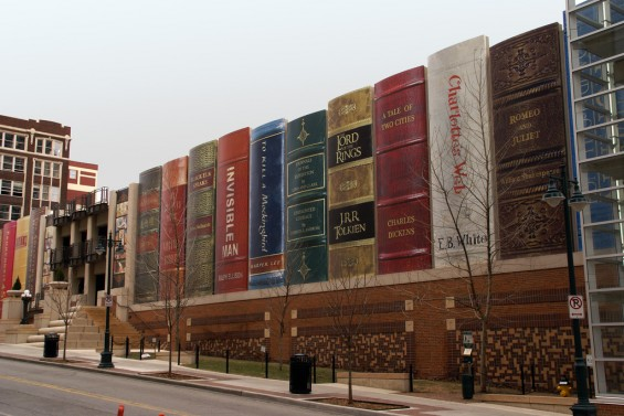 Kansas City Library Parking Garage Turned Into Gigantic Books: kansas_city_library_parking_garage_5_20120709_1830986188.jpg