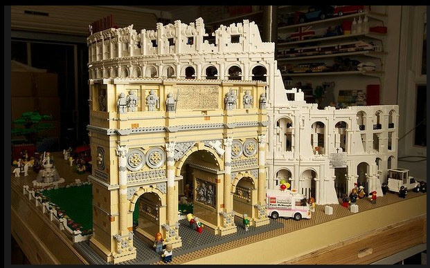 The World's First Lego Colosseum by Ryan McNaught: lego_colosseum_1_20120712_2021741633.jpg