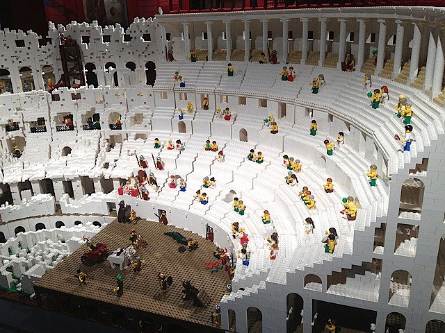 The World's First Lego Colosseum by Ryan McNaught: lego_colosseum_3_20120712_1890796655.jpg