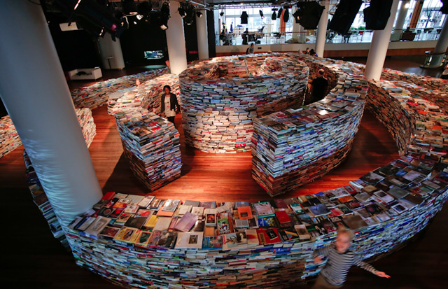 "Marcos Saboya and Gualter Pupo's ""Book Maze"" @ Southbank Centre, London: book_maze_14_20120801_1824163259.jpg"
