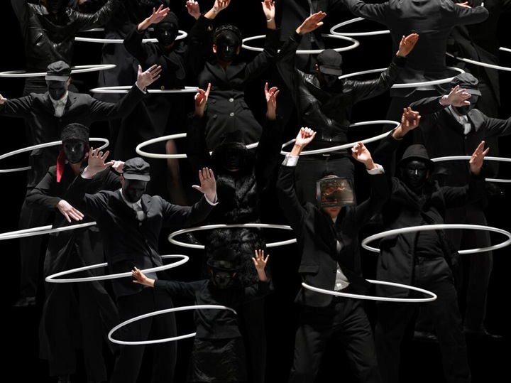 The Photography and Performance Art of Claudia Rogge : claudia_rogge_13_20120806_1493503330.jpeg