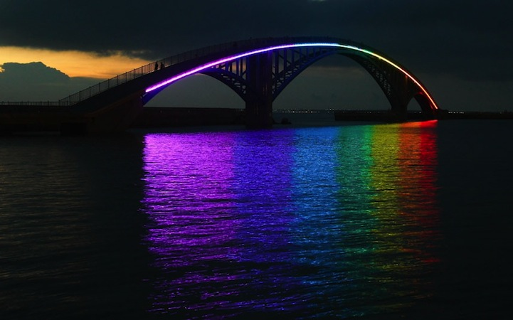 The Xiying Rainbow Bridge, Taiwan: xiying_rainbow_bridge_1_20120812_1827429748.jpg