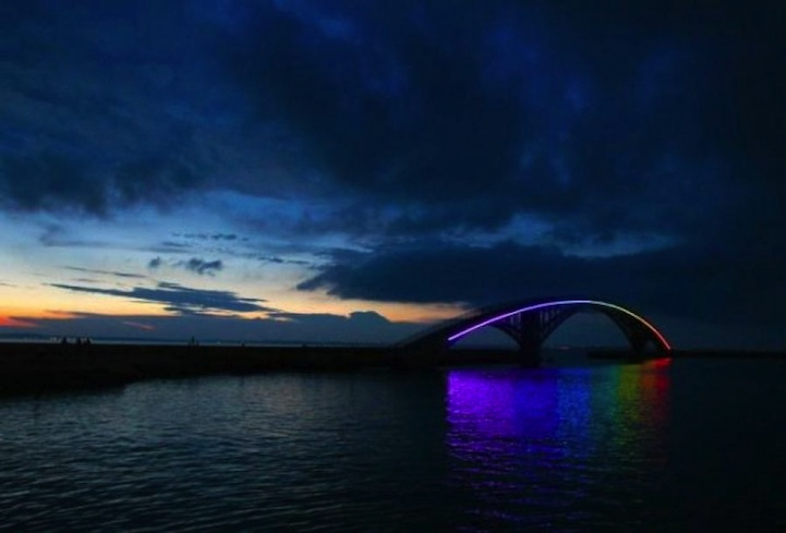 The Xiying Rainbow Bridge, Taiwan: xiying_rainbow_bridge_3_20120812_1816847195.jpg