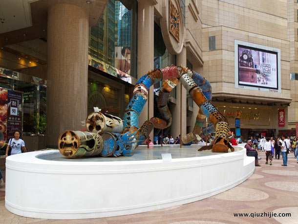 Oil Can Dragon (2011) by Qiu Zhijie: oil_can_dragon_26_20120829_1749032812.jpg