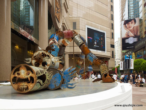 Oil Can Dragon (2011) by Qiu Zhijie: oil_can_dragon_6_20120829_1841077254.jpg