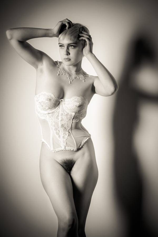 Erotic Black and White Photography by Risen Phoenix: risenphoenix_17_20120910_1650298575.jpeg