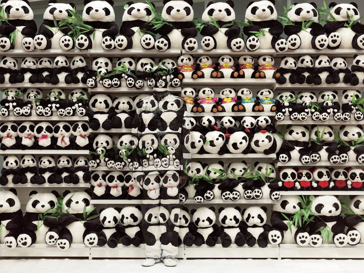 """Hiding in the City,"" New Photographs by Liu Bolin: liu_bolin_4_20130215_1615944112.jpg"