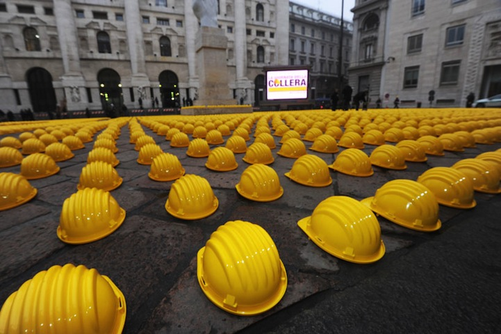 10,000 Helmets Represent Frustration and Rage at the Italian Government: the_day_of_danger_14_20130219_1372502012.jpg