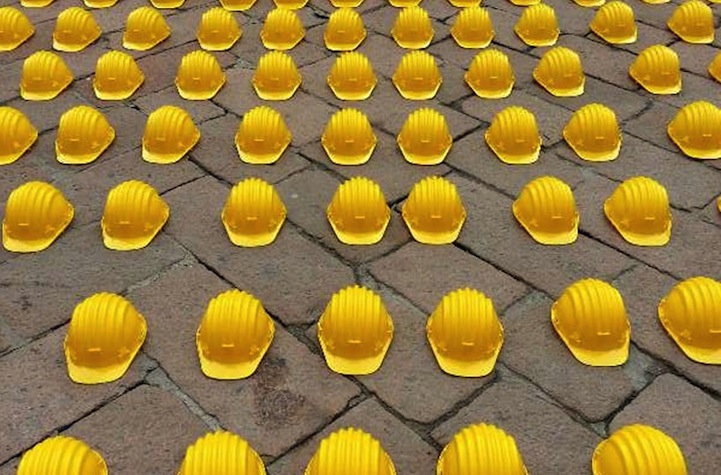 10,000 Helmets Represent Frustration and Rage at the Italian Government: the_day_of_danger_5_20130219_1768145039.jpg