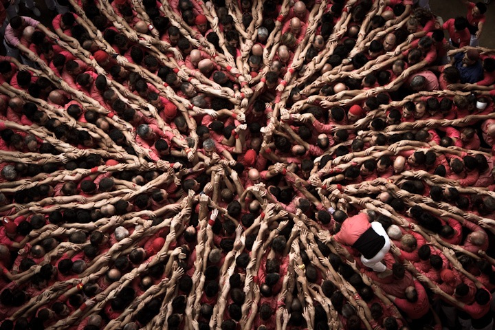 "Photographs of ""The Human Towers"" by David Oliete: human-towers01.jpg"