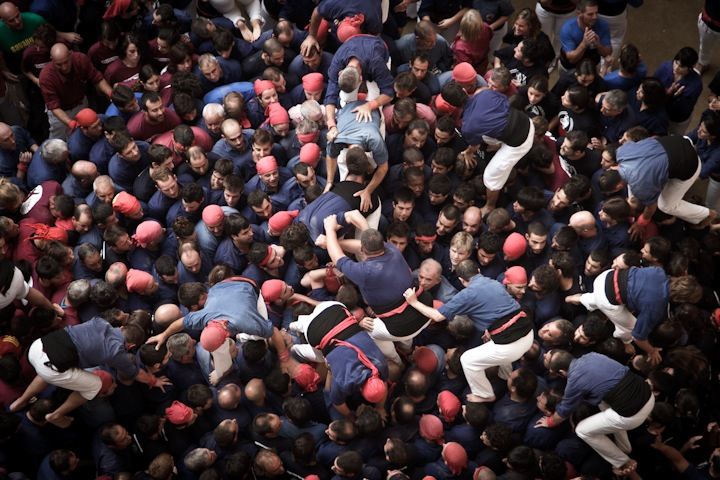 "Photographs of ""The Human Towers"" by David Oliete: human-towers04.jpg"