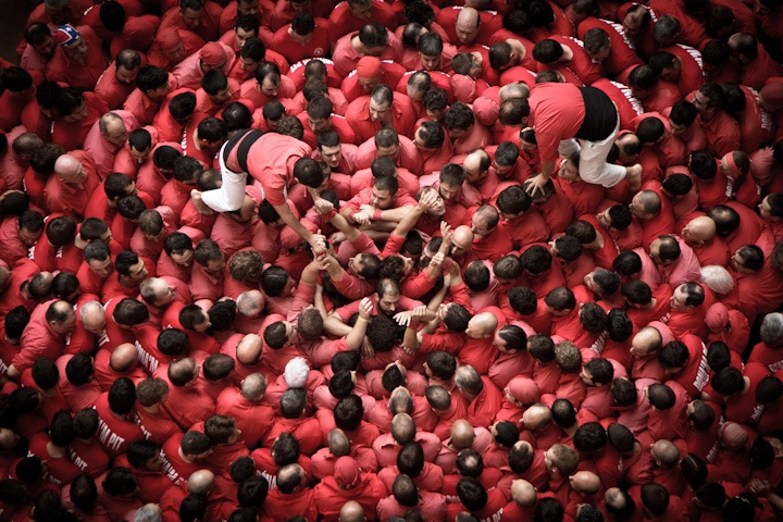 "Photographs of ""The Human Towers"" by David Oliete: human-towers05.jpg"