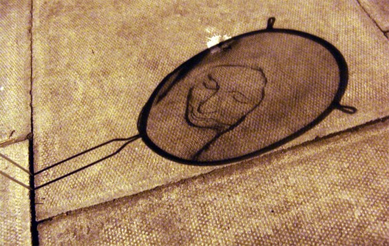 Strainer Shadow Art by Isaac Cordal: Isaac-Cordal-sculpture1.jpg