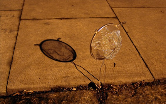 Strainer Shadow Art by Isaac Cordal: Isaac-Cordal-sculpture3.jpg
