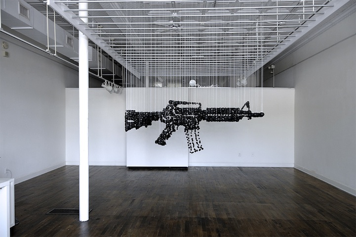 Assault Rifle Graphic Illusion Made From Ping Pong Balls: michaelmurphy07.jpg