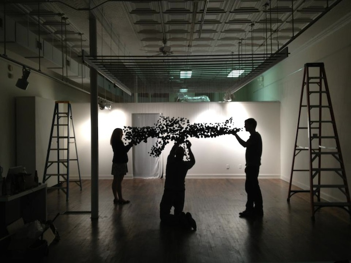 Assault Rifle Graphic Illusion Made From Ping Pong Balls: michaelmurphy10.jpg