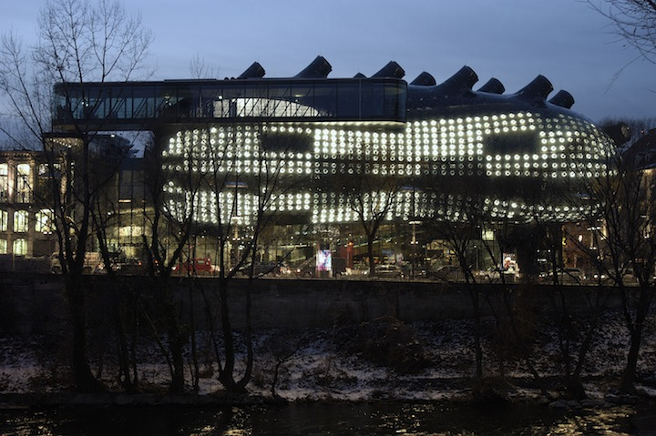 "Alien-Looking ""Kunsthaus Graz"" Building Inhabits Historic Neighborhood: Kunsthaus_05.jpg"